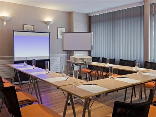 Meeting Rooms at Hotel Turenne le Marais, 6 Rue de Turenne, 75004 ...