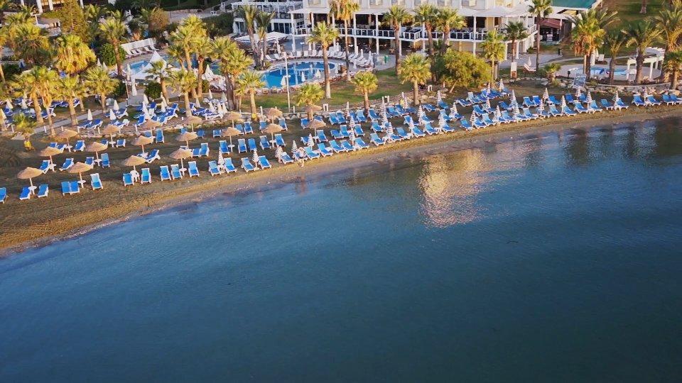Golden Tulip Golden Bay Beach Hotel meeting rooms