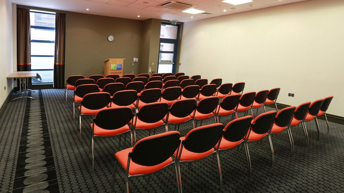 meeting rooms at inn express belfast city
