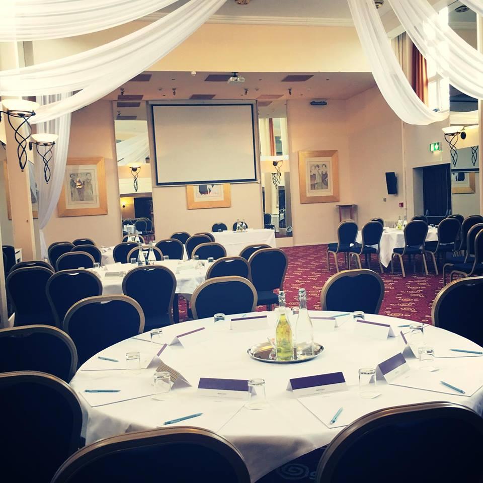 Meeting rooms at mercure leeds parkway hotel mercure for Room 4 design leeds