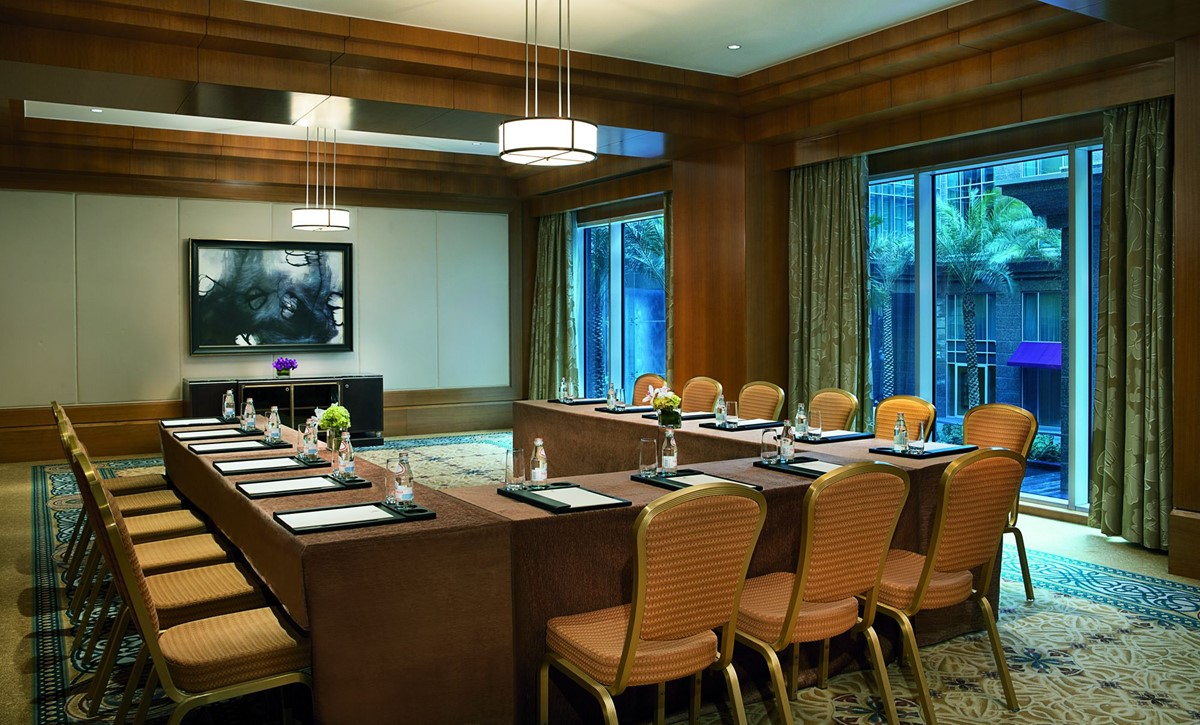 Meeting rooms at the ritz carlton dubai international for Garden rooms finance